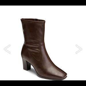 Aerosole NWOT Geneva ankle bootie heeled 8.5 brown